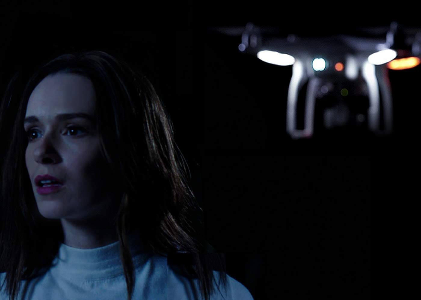 Nữ chính liên tục giả bộ ngây thơ như bò đeo nơ mặc dù drone bay sát đít - Sát Thủ Trên Không