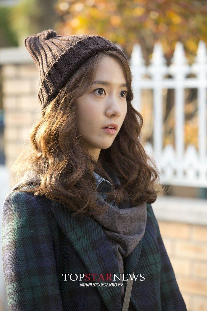 Yoona vào vai nữ phóng viên trẻ.