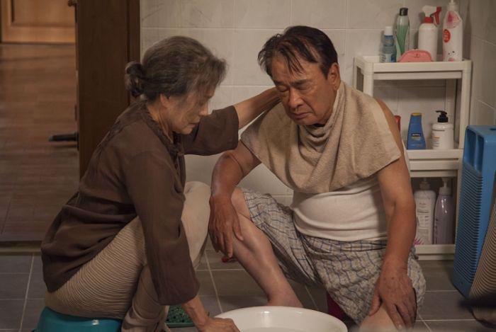 Bộ phim khắc họa được sự chịu đựng, tần tảo của người vợ trong những năm tháng sống chung với chồng mình